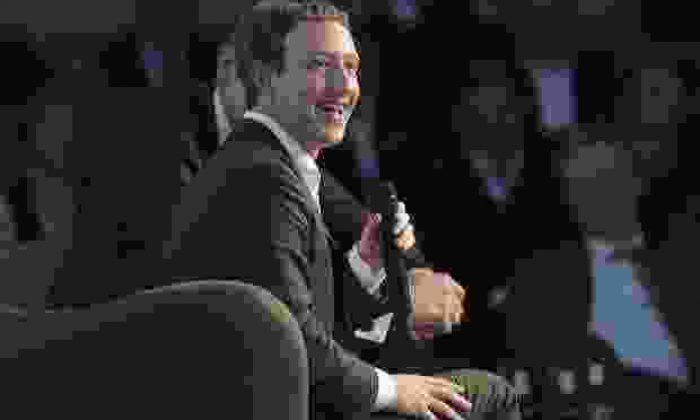 Zuckerberg meraklandıran yanıtlar verdi