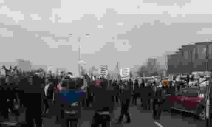 İstanbul Kartal'da Servisler Yolu Kapattı