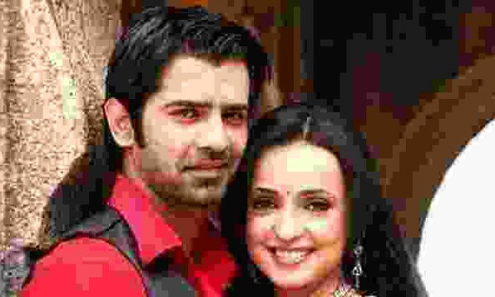 Bir Garip Aşk'ta Arnav, Khushi'den Ayrılıyor Mu?