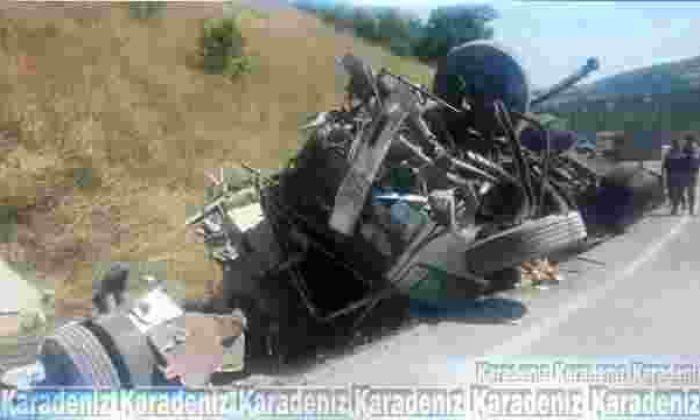 Çorum'da kamyon devrildi: 1 ölü, 1 ağır yaralı