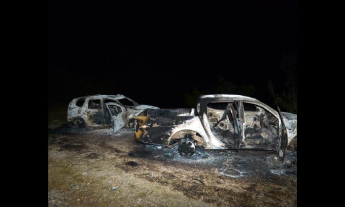 PKK'lı teröristler Tunceli'de yol keserek araçları ateşe verdi