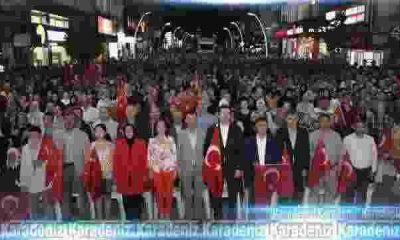 Türkiyem'i binlerce kişiyle birlikte okudu