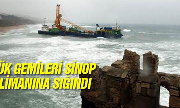 Yük Gemileri Sinop Limanına Sığındı