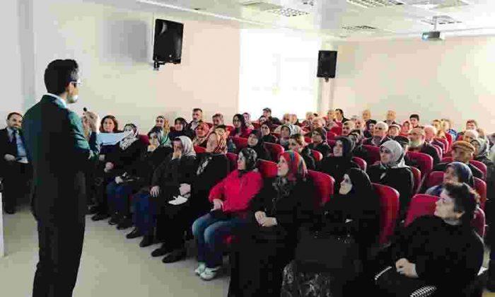 AYANCIK DEVLET HASTANESİ'NDE KONFERANS