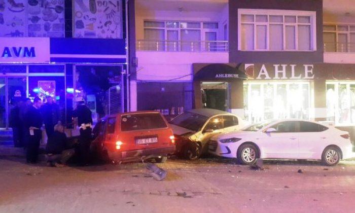 3 Otomobilin Karıştığı Kazada Can Pazarı Yaşandı