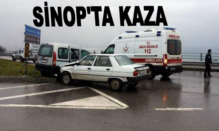Sinop'ta Kavşakta iki araç çarpıştı