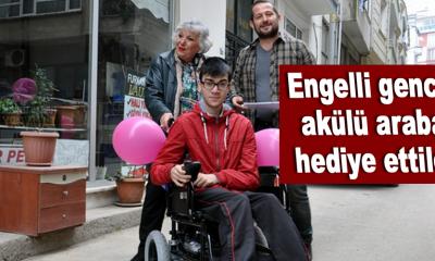 Engelli gence akülü araba hediye ettiler