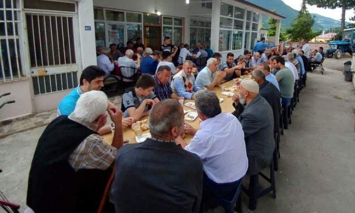 Vatandaşlar bayram kahvaltısında buluştu