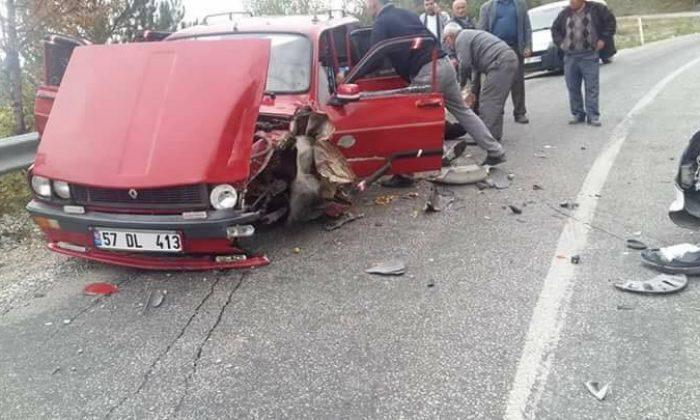 Durağan'da trafik kazası; 2 yaralı