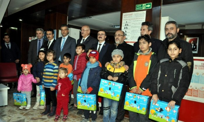 Sinop'ta göçmen çocuklara uyum seti sürprizi