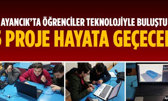 Atatürk Anadolu Lisesi Öğrencileri Teknolojiye Ayak Uyduruyor