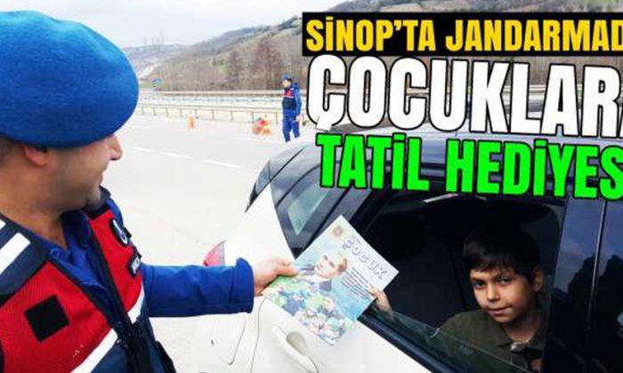 Sinop'ta Jandarma Ekipleri Karne Hediyesi Dağıttı