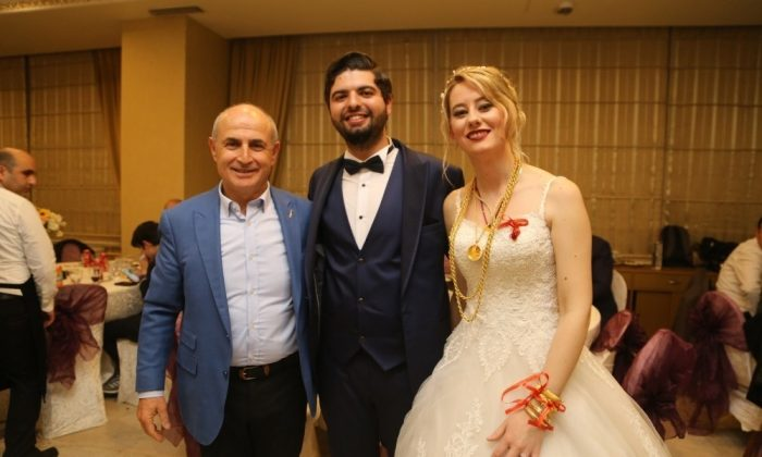 Sinoplu diş hekimi Halil Eroğlu'nu yalnız bırakmadı