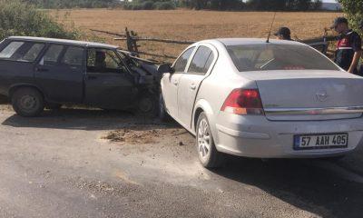 Boyabat'ta İki Araç Çarpıştı 6 Yaralı