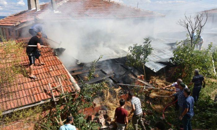 Yenimehmetli Köyünde Korkutan Yangın